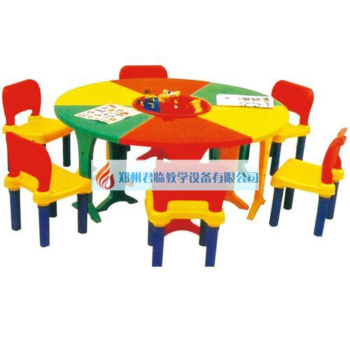 幼儿园六组合塑料课桌.jpg